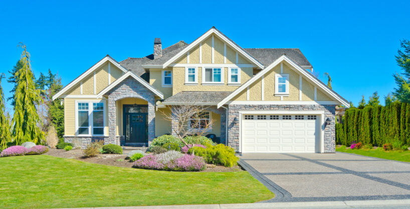 property 02 exterior 818x417 - Villa in Coral Gables