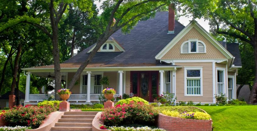 property 03 exterior 818x417 - Villa on Hollywood Boulevard