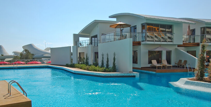 property 05 exterior 818x417 - Villa on Grand Avenue